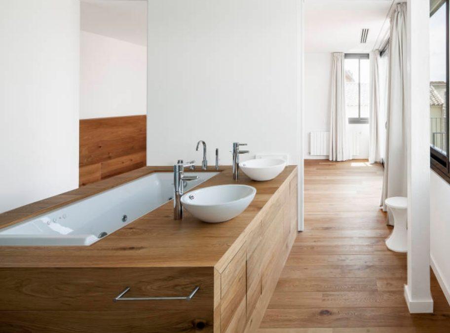 Parquet in bagno: è possibile?